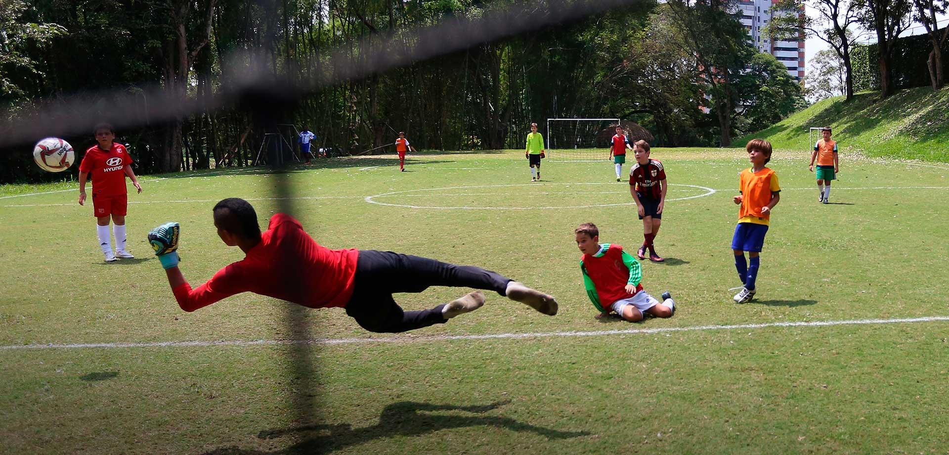 Jugando Futbol Club Campestre Cali Club Campestre De Cali